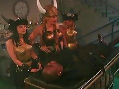 Cosplay, Doppia penetrazione, Sesso di gruppo, Lesbiche