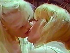 Blondine, Lesbisch, Kleine Tits, Tätowierung