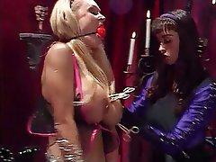 BDSM, Lezbiyenler, Büyük göğüsler, Sarışınlar