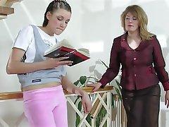 Lesbianas, Vieja y Joven