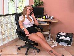 MILF, Blondýna, Kancelář, Vysoké podpatky
