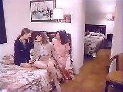 Innocenti, Duro porno, Lesbiche, Terzetto
